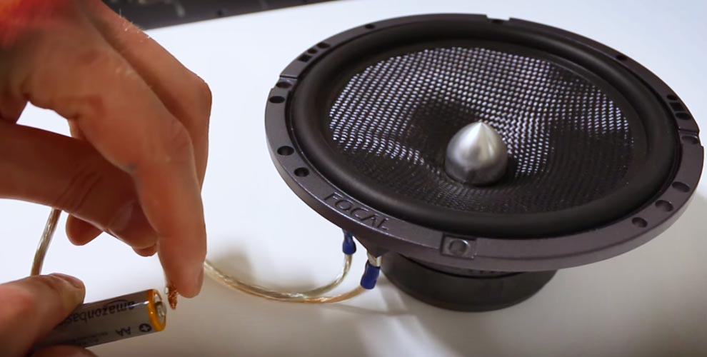 How to FIX Car Speakers Crackling